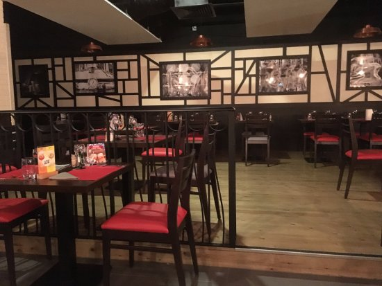 le-comptoir-de-la-licorne-decoretro-modern-tavern