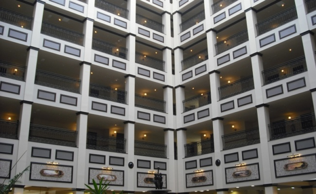 DECORETRO decoración tematica parque de ocio tematico Port Aventura en Salou, Barcelona, España, Hall del hotel foto 2
