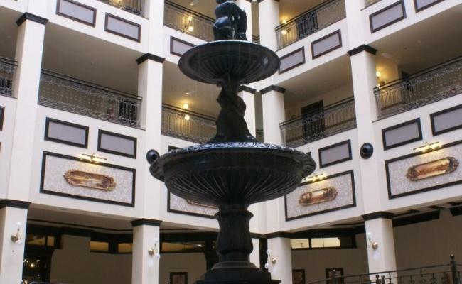 DECORETRO decoración tematica parque de ocio tematico Port Aventura en Salou, Barcelona, España, Hall del hotel foto 3
