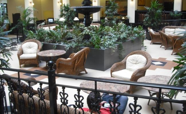 DECORETRO decoración tematica parque de ocio tematico Port Aventura en Salou, Barcelona, España, Hall del hotel foto 5